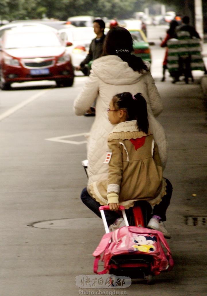 书包的小型行李车