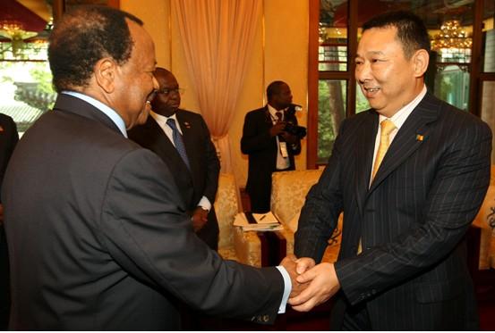 联合早报网-喀麦隆总统会见汉龙集团刘汉 中企